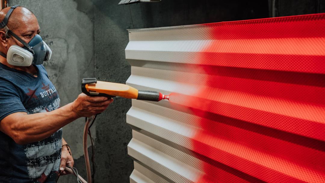 powder coating red powder on aluminum panel